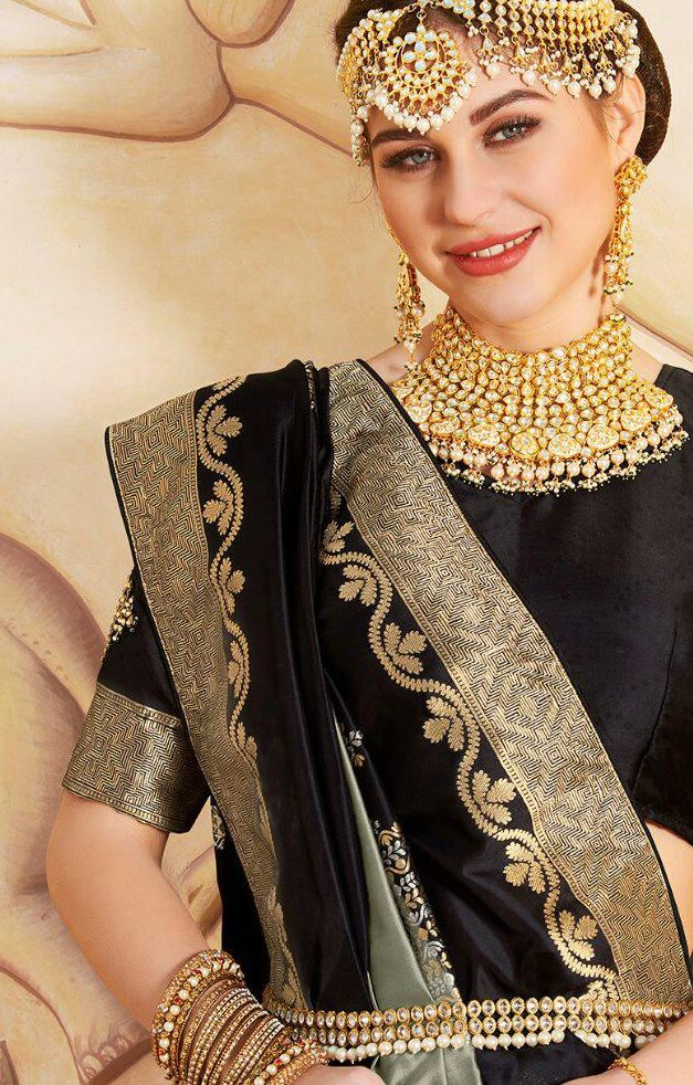 Royale Beauty Saree in Black and Gold