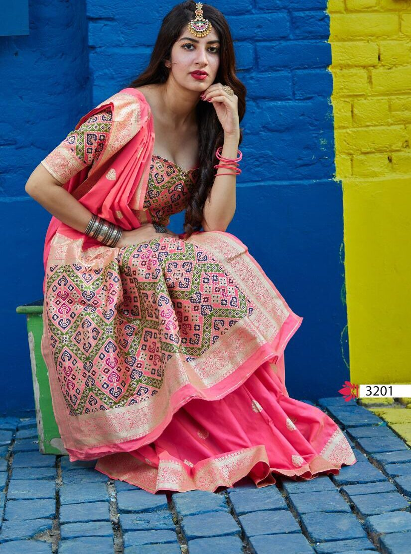 Bengoli Traditional Saree in Pink Contrast Blouse with Pallu